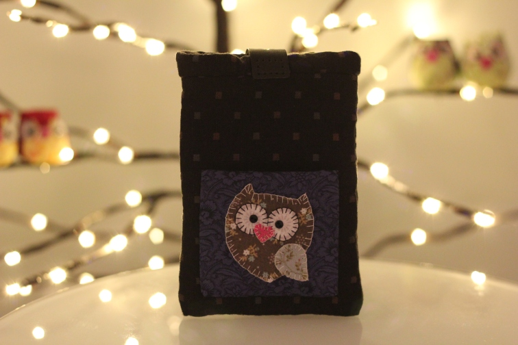 Happy Owl Smartphone Pouch